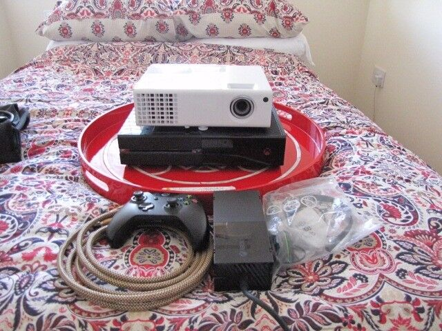 """ULTIMATE HOME CINEMA PACKAGE,XBOX1,HD PROJECTOR,120"""" ELECTRIC SCREEN"""