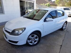 2005 Holden Astra AH CDX White 4 Speed Automatic Hatchback Sylvania Sutherland Area Preview