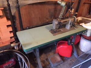 Pfaff 145 Heavy Duty Sewing Machine with table- excellent cond