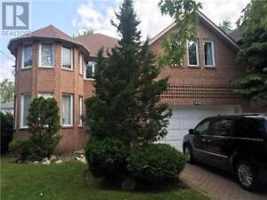LUXURIOUS 5 BEDROOM HOME FOR RENT – HILLCREST(BAYVIEW &HWY 401)