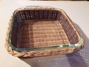 "PYREX 8"" SQUARE DISH WITH STRAW HOLDER"
