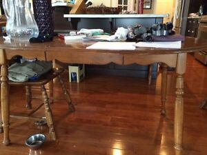 Solid Maple Oval/Round Dining Table & 8 Chairs