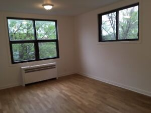 CDN - 2 1/2 FOR RENT - 5 MINUTES WALK FROM UDEM!!!