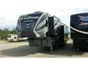Luxury FUZION 422 Toy Hauler