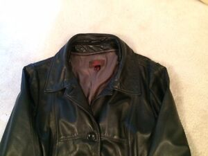 Woman's Danier Leather Coat - size large - 4 Season coat