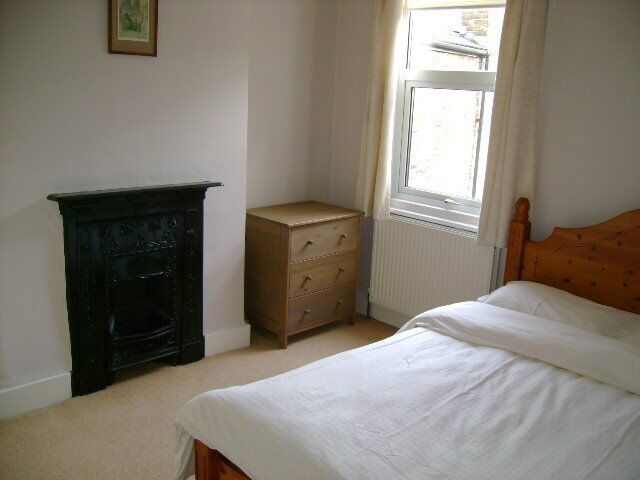 Short Term double room to let near Earlsfield station