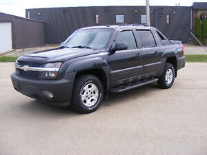 2004 CHEVROLET AVALANCHE---HEATED LEATHER--SUNROOF--DVD--