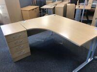 office furniture 1.6 meter light oak radial desks with pedstals