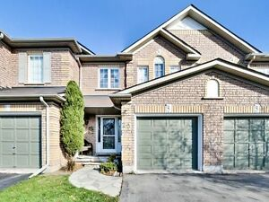 Lovely 3 Bed 2.5 Bath Townhouse in Millcroft! Don't Miss out!