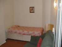 Leicester, double 280pm, dep 20, males only, no dss, avail now, all bills and wifi incl