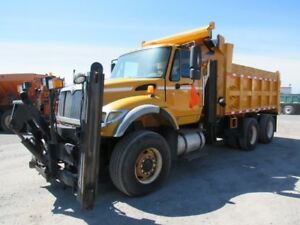 2004 INTERNATIONAL 7600 2 SIDES SNOW PLOW / PLOW TRUCK