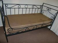BLACK METAL SINGLE DAY BED FRAME AND MATTRESS