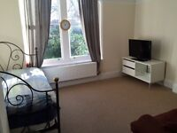 Large Double En-Suite Room Clifton - Short term Let - All Inclusive Price