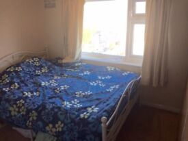 Double & Single room short or long term off beach in Lancing.