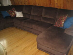 Like new Canadian  made living room sectional by Elran