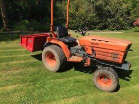 Kubota B7200 HST compact tractor