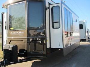 2017 LAKEVIEW 40FTS-LOADED LUXURY AT TOWN & COUNTRY RV!