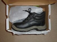 ARCO BRAND NEW ESSENTIAL SIZE 9 SAFETY BOOTS