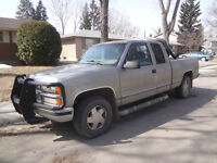 1998 Chevrolet Silverado 1500 loaded Pickup Truck with roll bars