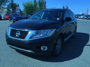 2014 Nissan Pathfinder SL AWD Accident Free,  Leather,  Heated S
