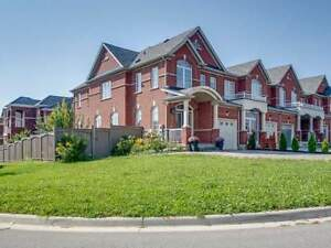 Sunny-S Facing, 4 Bedroom End-Unit Townhome On Huge Corner Lot