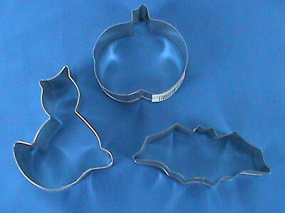 Halloween Cookie Cutters Wilton (Wilton Halloween Cookie Metal Cookie Cutters Bat Pumpkin)