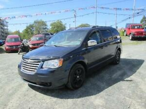 2008 Chrysler Town & Country Touring..FULL STO N GO, REAR A/C!!