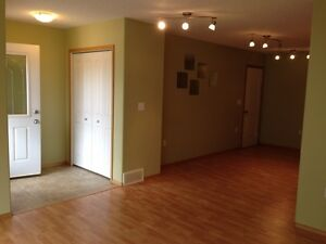 4plex in  Olds - 3 Bedroom Apartment for Rent