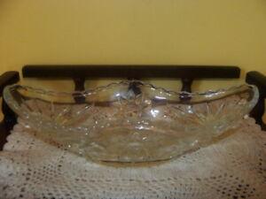 bombonnière ovale, en verre travaillé