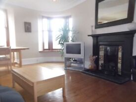 Lovely spacious and light 2 bed top floor flat