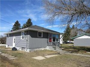 Attractively priced 2 BR home on huge corner lot in Shoal Lake!!