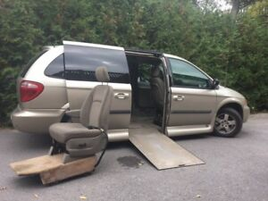 2005 Dodge Grand Caravan Minivan, Van wheelchair