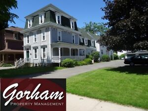 AWESOME 3 BEDROOM - OCTOBER 1ST - DOWNTOWN - LARGE VERANDA