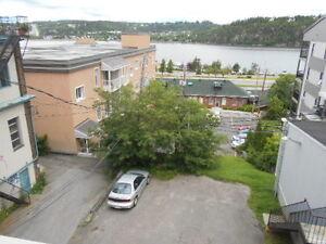 grand 7½ sur 2 etage