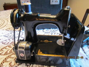 Reconditioned SINGER 221 Feather Weight SEWING MACHINE