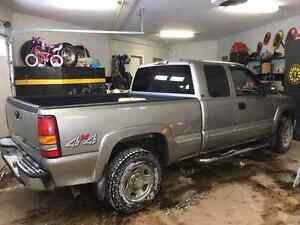 2002 chevy 3/4 ton pickup gas extended cab with 5th wheel hitch