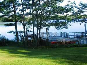 16-009 FURNISHED, FLEXIBLE LEASE, Beautiful 1 br. lakefront apt.