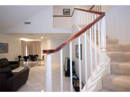 SURFERS PARADISE GIRLS ONLY HOUSE WANTED ASIAN FEMALE $130 WEEK