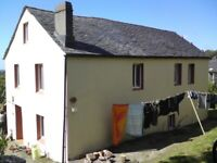 FOR SALE OR RENT (RENTAL PURCHASE) A SEMI RURAL FAMILY HOUSE IN GALICIA NORTHERN SPAIN WITH LAND