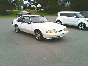 1993 Ford Mustang white hatchback 3 door