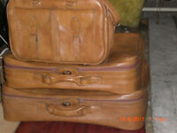 Brand NEW set of 3 Retro Vinyl Travel Suitcases, including Hand Luggage Holdall