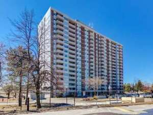 Large 2 Bdrm Condo Apt Home With Views Of The Lake *AJAX*