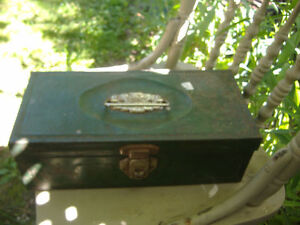 Vintage metal utility tool/tackle box