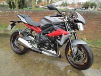 Triumph STREET TRIPLE R 675 MOTORCYCLE
