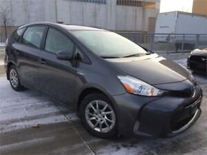 2015 Toyota Prius v Leather Navigation
