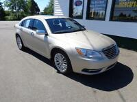 2014 Chrysler 200 Limited Loaded only $141 bi-weekly all in!