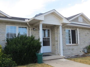 Grimsby Bungalow Townhouse for Rent