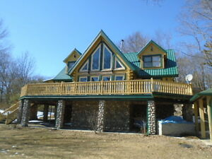 Quality designed and Decorated Log Cottage/Home on Georgian Bay