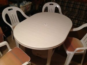Patio Table/4 Chairs/Tilting Umbrella & Stand