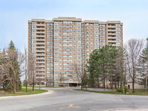 BEAUTIFUL 3+1 BEDROOMS CONDO NEAR SHERIDAN COLLEGE FOR SALE